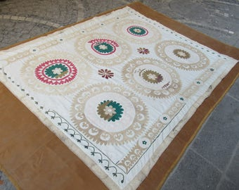 Vintage Suzani,Middle old Suzani bedding,Needlework bedspread,Floral Design cotton bedcover,7'4 feet x 5'6 feet ,n:118