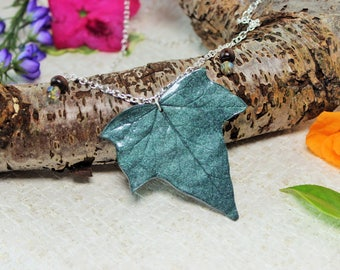 Elven Leaf Pendant, Ivy Leaf Necklace, Elf Cosplay, Long necklace, Nature Jewelry, Larp Jewelry, Fantasy Costume, Greenery Jewelry, Glitter