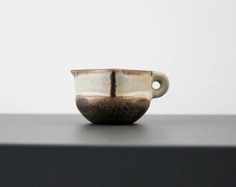 Little pitcher / creamer from 1970's. (2,36 inches / 6 cm.) Marianne Starck (MS). Michael Andersen & Son.