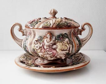 Large and beautiful soup tureen Capodimonte ceramic