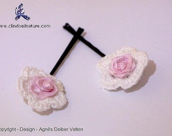 Hair pins. Adorable little crocheted flowers on pins