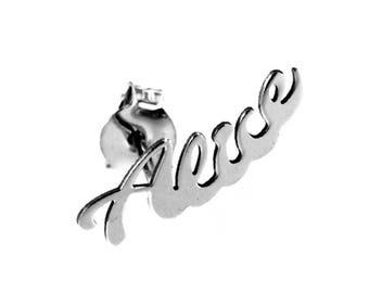 Orecchino monolobo con nome personalizzabile in argento 925 e in omaggio orecchino per l'altro lobo. Scatolina MOUN in omaggio.