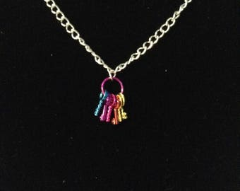 adjustable 20 inch neckless with set of metallic keys