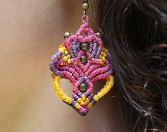Micromacrame earrings with brass beads