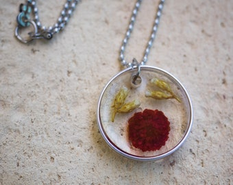 Resin necklace with flowers