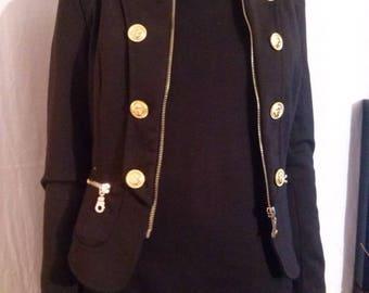 Veste courte col et épaulettes militaire