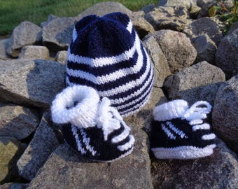 Hat and matching booties 0-3 months boy Navy and white