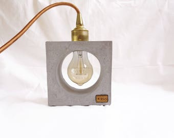 Description of practical concrete lamp with Edison bulb