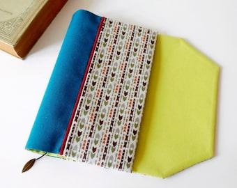 Protège-livre de poche en tissu ajustable avec marque-page (Tissu à motif flèche/ turquoise_vert_blanc)
