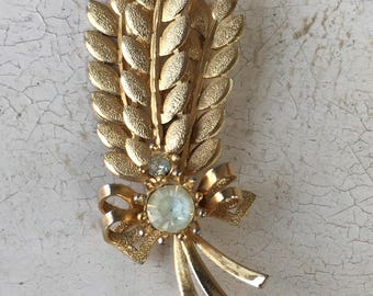 Sarah Coventry gold tone Wheat Pin