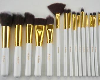 Essential Full Face Brush Set