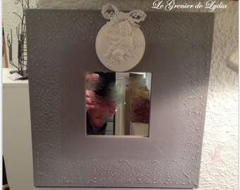 Weathered romantic mirror taupe milled and reliefs lace