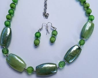 """14"""" to 16"""" green necklace set."""