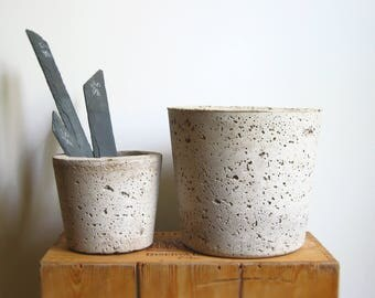 CONCRETE HYPERTUFA PLANTER—Large Gray Succulent Round Pot and Slate Marker—Wedding Registry Housewarming Home & Garden—Planteur Beton/Maceta