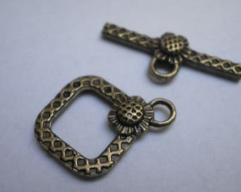 Bronze colored metal flower Toggle clasp 18 x 15 mm