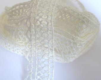 1 meter of off-white lace - 1.5 cm T 12