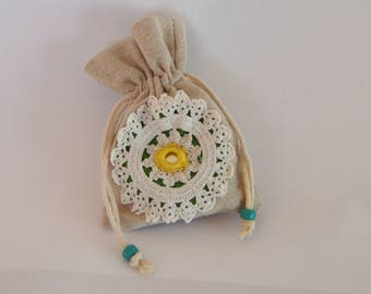 Case, mini bag in linen with applied doily