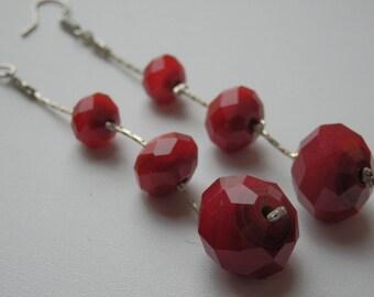 Dangling earrings red faceted