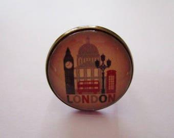 """London Vintage"", bronze cabochon, costume jewelry ring"