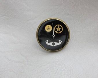 Round pine 2.5 cm bronze, resin and steampunk watch parts