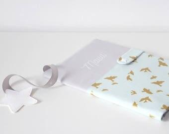 SUR COMMANDE   Protège carnet de santé Gris perle clair et Envolée d'Hirondelles dorées et Mint
