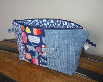 Toilet bag made of recycled denim and cotton fabric