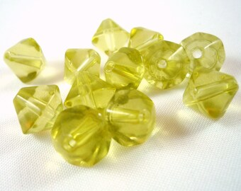 10 large clear glass Olivine, 10mm, (pv35) tops