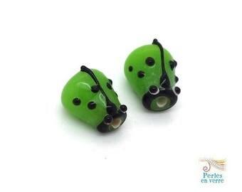 Green: 2 beads Ladybug glass lampwork, 12x14mm (pv653)