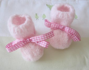 """Newborn baby booties """"rose"""" is hand knitted"""