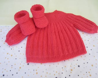"Bra and in ""coral"" size newborn baby booties handmade knit"