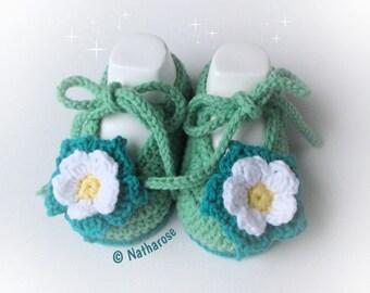 Chaussons bébé ballerines vertes à fleurs