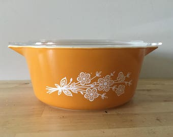 Vintage Pyrex with Lid  // Butterfly Gold // 475-B // Retro Kitchen