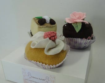 felt 3 cupcakes