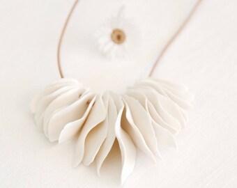 Masai - sent porcelain necklace