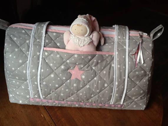 Sac langer b b en tissu matelass gris poudr toile brod - Tissu matelasse pour bebe ...