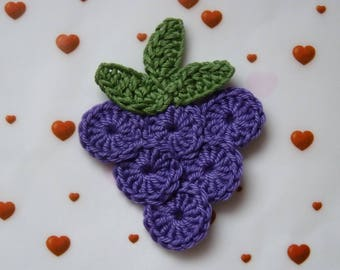 bunch of grapes and leaves in crochet cotton