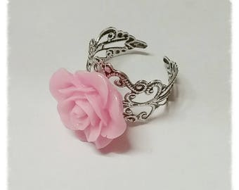 Ring with a resin flower rose