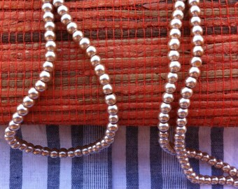 30 round glass beads, pale beige Pink Pearl 4 mm in diameter.