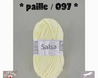 White horse Salsa ball, yellow straw 097