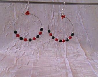 Black hoop earrings / Red
