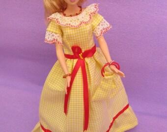 Beautiful long dress in yellow gingham (B176)
