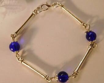 Silver Pearl 8 mm blue glass bracelet
