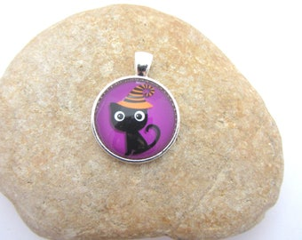 A pendant with black cat glass cabochon