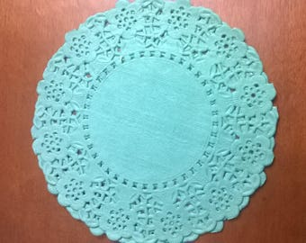 SET OF 40 TURQUOISE SCALLOPED PAPER DOILIES