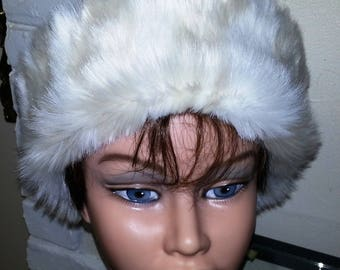 White quilted fabric and beige/white fur hat