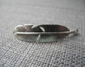Feather connector for bracelet making