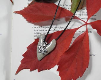 pendant, Choker with steatite stone & flower charm.