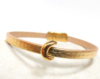 Small gold loop Moon leather bracelet