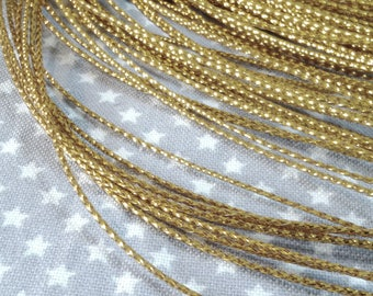 Set of 3 meters of gold thread, metal and nylon, 0.7 mm in diameter, perfect for your little works of embellishment.