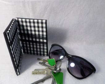 Portfolio magical black faux leather, inside checkered black and white